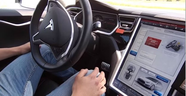 Tesla Model S'in otomatik pilot test sürüşü